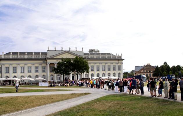 Queueing up for dOCUMENTA (13) © Rosa Maria Rühling